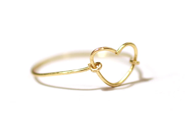 gold-heart-wire-ring-delicate-jewelry